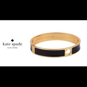 KATE SPADE BLACK/GOLD CUT OUT BANGLE